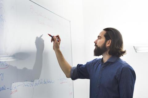 Christian Weber bei der Kreativarbeit