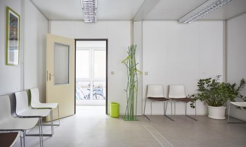 Mobile Sanitätsstation Innenansicht I Algeco