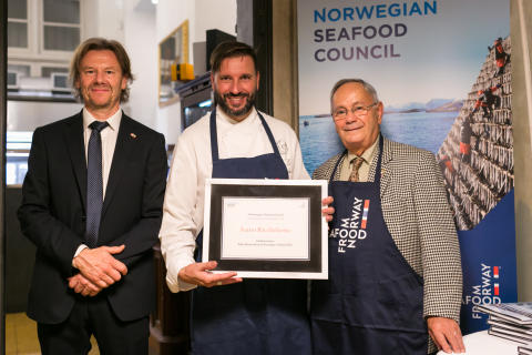 Fra venstre: Fiskeriutsending i Italia,Trym Eidem Gundersen, Ivano Ricchebono og Gian Paolo Belloni  FOTO Giulia la Monica