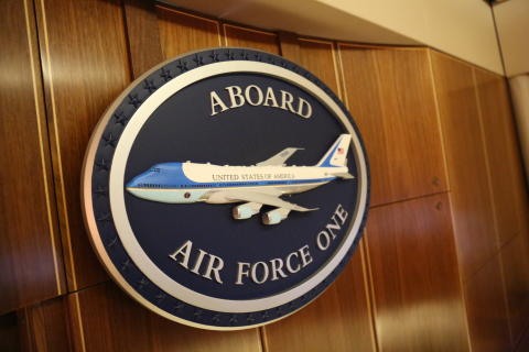 Inside Air Force One_HISTORY (3)