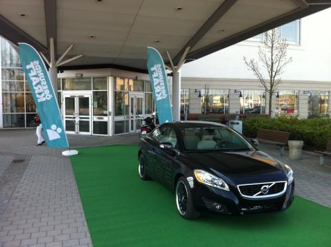 Utställning ger elbilsstöt till studenter
