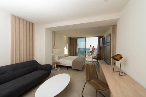 allsun Hotel Riviera Playa auf Mallorca als Lifestyle-Boutiquehotel für Erwachsene eröffnet - alltours nimmt nach Umbau das 32. allsun Hotel für den Sommer in Betrieb