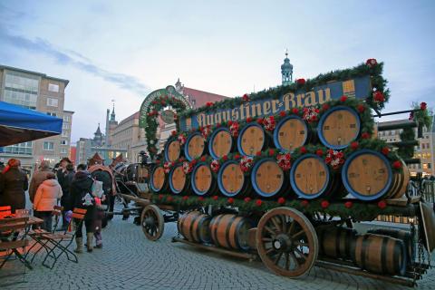 Pferdeprachtwagen zur Eröffnung des neuen Augustiner am Markt