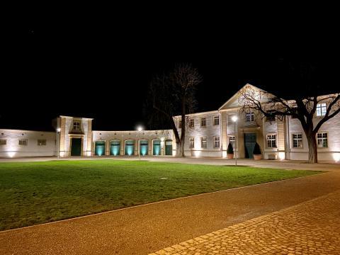 Mehr Licht im Paderborner Schlosspark - Marstallinnenhof mit neuer Beleuchtung ausgestattet