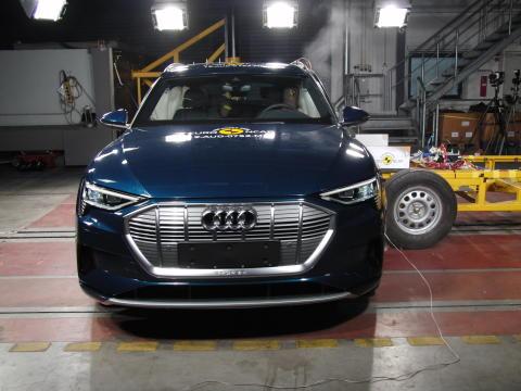 Audi e-tron Side crash test May 2019