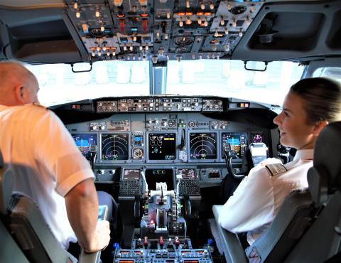 Boeing 737-800 cockpit