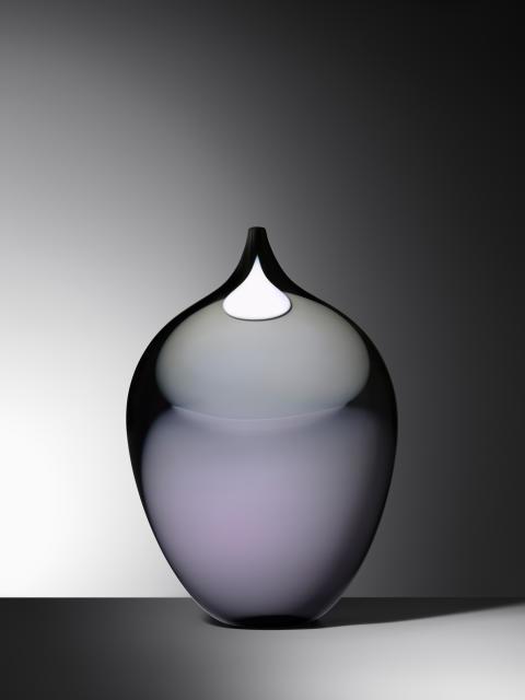 Gunnel Sahlin — en av Sveriges stora glaskonstnärer och modernister visar soloutställningen Memo Color med nya verk på Galleri Glas