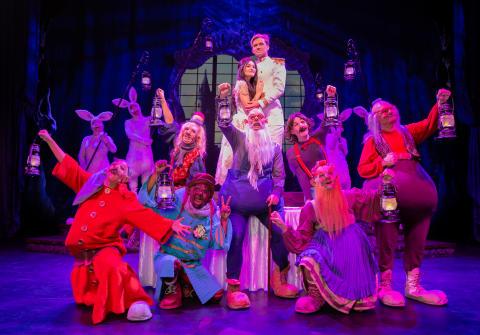 """""""Snövit - The Musical"""" bjöd en engagerad publik på en färgsprakande kavalkad av sång, skratt och humor"""