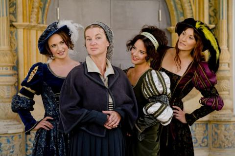 Katharina von Bora mit Damen in Kleidung aus Zeiten der Reformation