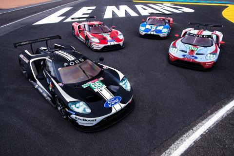 Speciální zbarvení závodních vozů Ford připomíná úspěchy značky v Le Mans