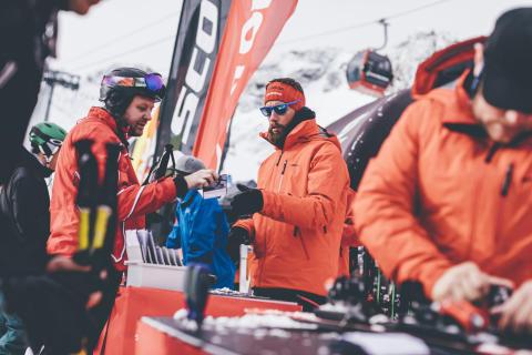 Brandneue Ausrüstung stand den Wintersportlern auf dem Stubaier Gletscher bereit.
