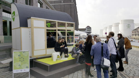"""Das """"New Work Studio"""" feierte seine Premiere auf der XING-Tagung """"New Work Experience"""". Ab dem 10. April wird es auf dem Bauhaus Campus in Berlin zu sehen sein."""