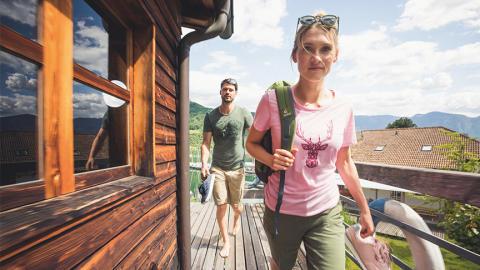Bunte Shirts mit der Leichtigkeit des Sommers