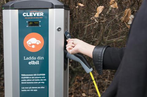 Lägre pris och nya möjligheter i Clevers publika laddnätverk