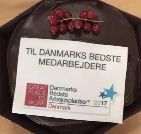 Placeringen som nr. 26 i Danmarks Bedste Arbejdspladser 2017 fejres med kage til alle ansatte