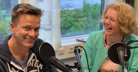 I Impactpodden intervjuer Katinka Greve Leiner i Ferd Sosiale Entreprenører gründere om deres inspirasjon, drivkraft og erfaringer. Her med Kjartan Eide fra Trivselsleder.