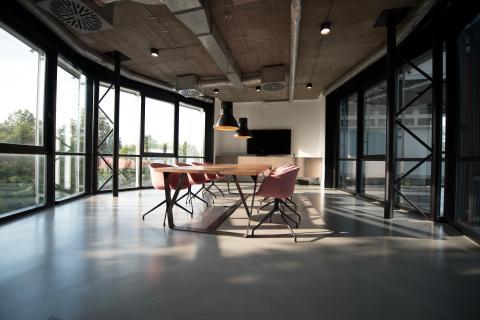 Nära 40 procent investerar i lösningar för smarta kontor för att öka produktiviteten