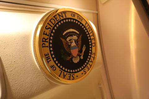 Inside Air Force One_HISTORY (2)