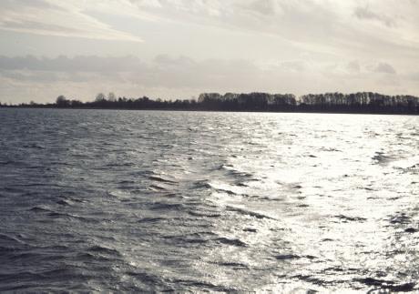 Kunglig glans vid dag om Östersjön