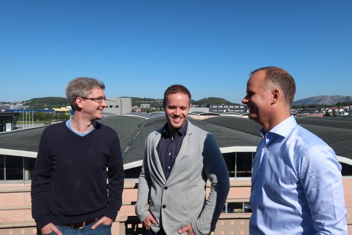 Webstepkonsulentene Jan Terje Egeland og Håkon Hapnes Strand bruker data science for bedre tjenester i kraft og kollektivtransport. Til høyre Avdelingsdirektør Geir Jåthun Hindenes, Webstep i Stavanger.