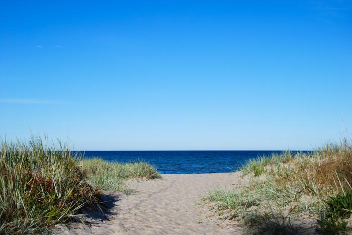 Sju av tio svenskar sparar till semestern