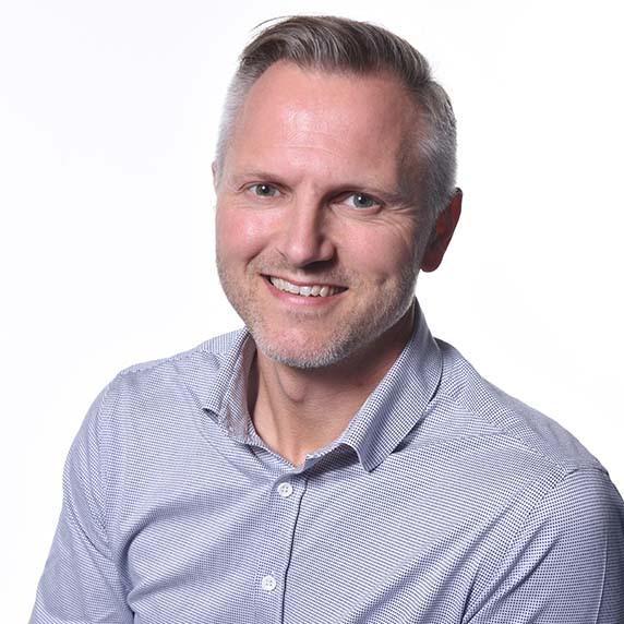 Jørgen Sabroe skal blandt andet rådgive kunderne inden for brandsikkerhed på brandporte, branddøre, brandgardiner og glaspartier.
