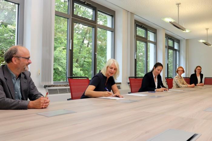 Forschungsinstitut BERGVINK | Zielvereinbarung unterschrieben