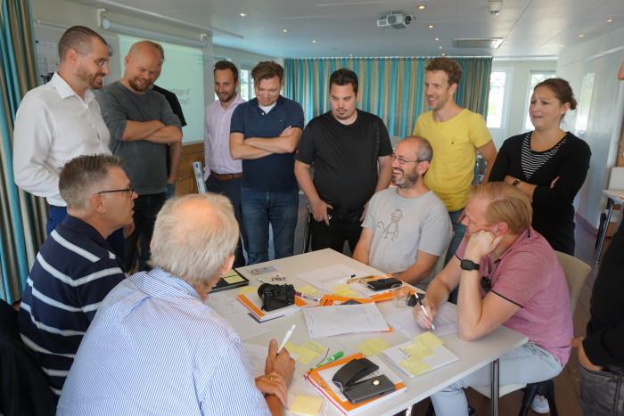 Gojko Adzic med Webstep-konsulter på Nynäs Havsbads konferensanläggning