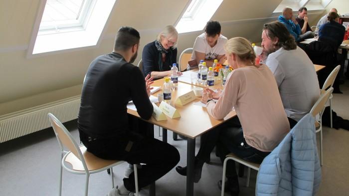 Indsatte og folk fra Kriminalforsorgen diskuterede uddannelse på en workshop i Nyborg Fængsel.