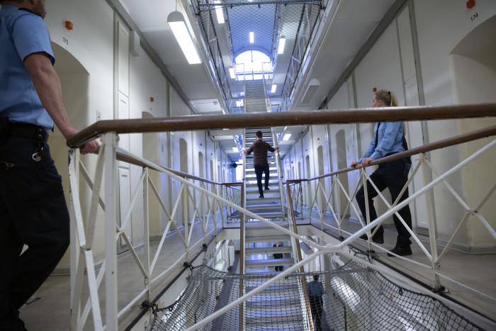 Hverdagen vender tilbage i landets fængsler og arrester