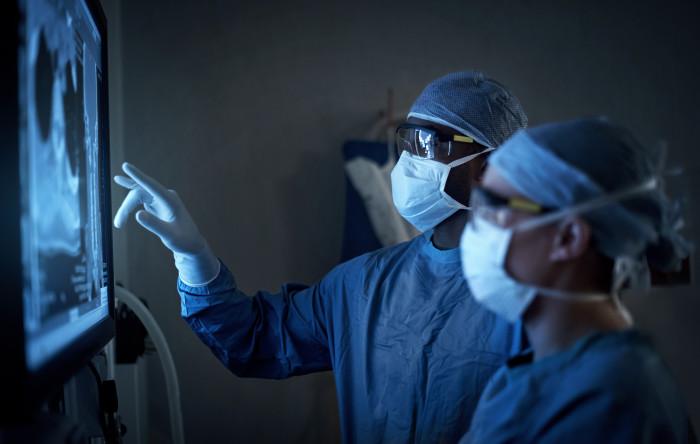 Bör läkares jour ersättas av utökad schemaläggning?