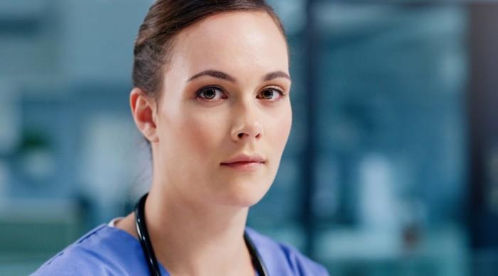 Underläkare till storms mot sjukt system