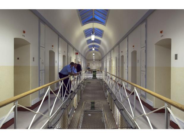 Overfald på fængselsbetjent