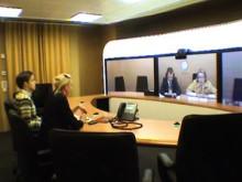 Riksdagsledamot konfererar med COP 15 via Telepresence