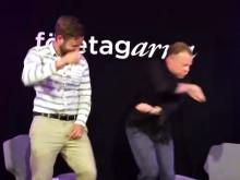 """Mr Almedalen Fredrik """"Feffe"""" Andersson dansar på Startup Grind"""