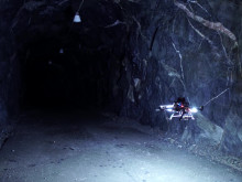 Autonom drönare navigerar självständigt i gruvmiljö