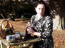 Sandra Mastio lagar fläderbärssaft