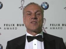 Hendrik Hey von Welt der Wunder-TV verkündet eine Überraschung