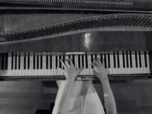 Christina Kobb spiller Chopin på hammerklaver