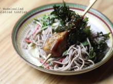 Soba / Nudelsallad med halstrad tonfisk