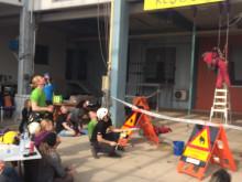 Finalen i Swedish ropen speed climb med vattenfylld hink