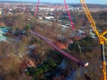 Sofias bro lyfts på plats - flygfilm