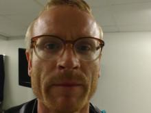 """Erik Holmström presenterar """"Vad gör vi här?"""""""
