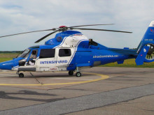 Rörliga klippbilder – Luftburen intensivvård (ambulanshelikopter vid start och landning)