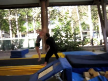 Krigarsång peppar de grymma trupptjejerna i Stockholm Top Gymnastics inför EM i Malmö