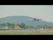 Boeing 737-800 lander på OSL