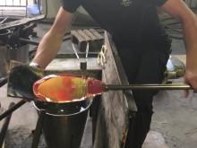 Elin Lindströms vas tar form I Målerås glashytta