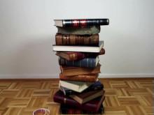 Design dit eget bord med smukke gamle bøger!