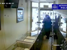 CCTV footage of Green Lanes jewellery robbery