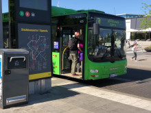 Rörliga klippbilder – Gröna stadsbussar